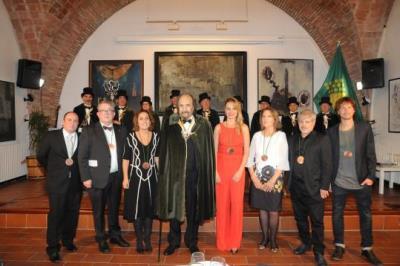 Leopoldo Pomés és investit Confrare d'Honor de la Confraria del Cava. Confraria del Cava
