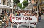 Mig miler de persones es manifesten a Vilanova contra la posada en llibertat de La Manada