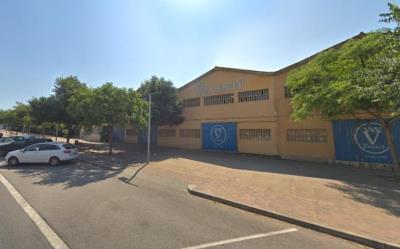 Mobles Valentí vol convertir la fàbrica de Sant Pere de Ribes en un centre comercial amb cinemes. Google Maps