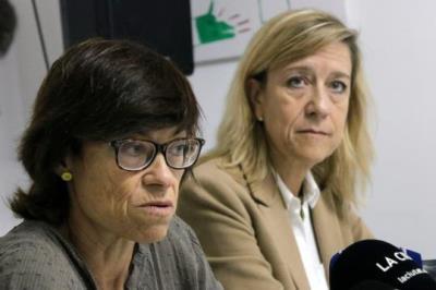 Pla curt de l'alcaldable del PDeCAT a les eleccions municipals de Vilanova i la Geltrú, Blanca Albà, en roda de premsa al costat de Neus Lloveras. ACN