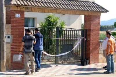 Pla general de l'habitatge de la Bisbal del Penedès on ha mort un home el 17 de juliol de 2018. Els Mossos d'Esquadra precinten l'accés. ACN
