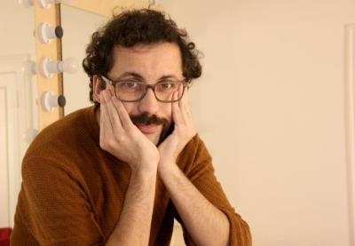 Pla mitjà curt del director i intèrpret de l'espectacle 'Pluja', Guillem Albà. ACN
