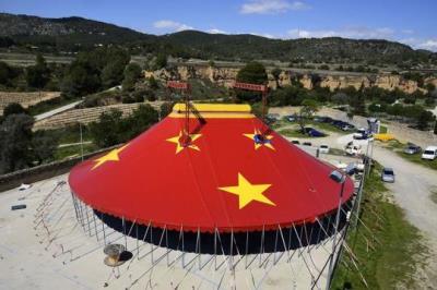 Ribes s'endinsa en la cinquena edició del Festival Internacional d'arts escèniques Fes+Chapeau. Ajt Sant Pere de Ribes
