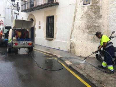Sitges amplia el reforç de neteja amb més baldeig al carrer i buidatge de papereres. Ajuntament de Sitges