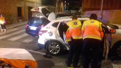 Un conductor de Calafell se salta un stop i xoca contra una patrulla de la Policia Local. Ajuntament de Calafell