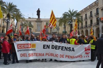 Unes 2.000 persones es manifesten a Vilanova per reclamar un augment de les pensions. EIX