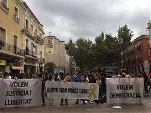 Concentració de rebuig a la sentència del Tribunal Suprem aquest migdia a Vilafranca del Penedès