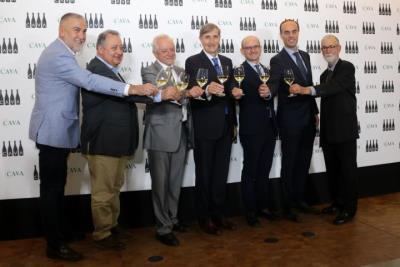D'esquerra a dreta: Damià Deàs, Xavier Farré, Salvador Puig, Javier Pagès, José Miguel Herreros, Adrià Comellas i Pere Guilera. ACN