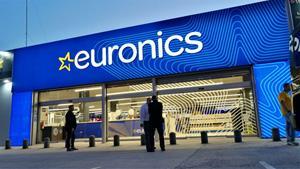 Euronics Igualada lliura les beques universitàries Acer-Euronics
