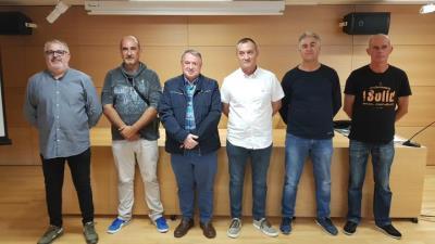 Joan Sans, president del Consell Comarcal amb les persones contractades pel pla d'ocupació. CC Baix Penedès