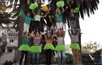 La canalla dels Castellers de Vilafranca versiona en un videoclip la cançó 'Milionària' de Rosalia. EIX