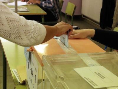 La participació a Catalunya és del 50,9% en les municipals i del 50,4% en les europees a les sis, sis i quinze punts més. ACN