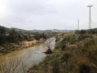 L'embassament del Foix continua sobreeixint i ja ha superat el nivell d'alerta. EIX
