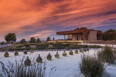 Les instal·lacions de Torres a Pacs del Penedès, reconegudes entre els 50 millors cellers del món per visitar. Torres