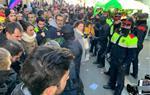 Màxima tensió a Sitges per la presència d'una parada informativa del partit ultradretà Vox. EIX