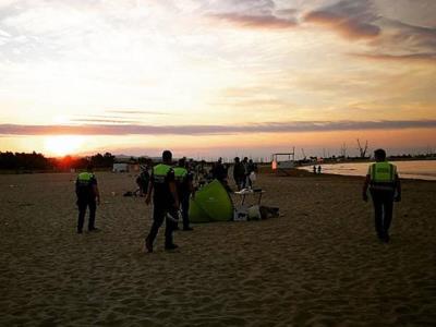 Mig centenar d'efectius faran les tasques de neteja de les platges de Vilanova després de la nit de Sant Joan. Ajuntament de Vilanova