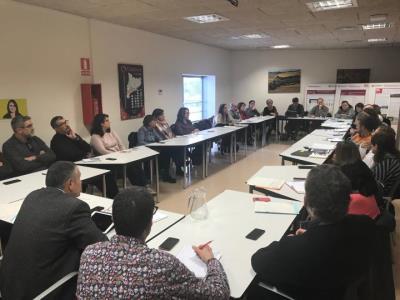 Neix la taula territorial per atendre els joves migrats sols que arriben al Penedès-Garraf. Generalitat de Catalunya