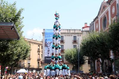Pla general del tres de nou amb folre dels Castellers de a la plaça de Santa Anna de Mataró en la Diada de Les Santes. ACN