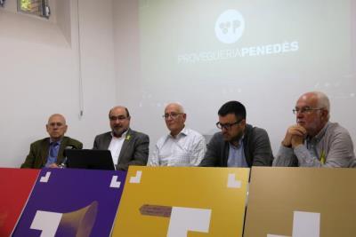 Pla general dels representants de l'entitat Provegueria Penedès, durant la roda de premsa a Vilafranca del Penedès, on han presentat el congrés . ACN