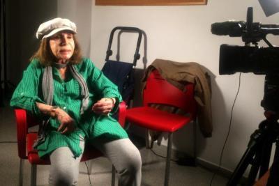 Pla obert de Paulina Andreu, filla de Josep Andreu Lasserre -Charlie Rivel-, durant el rodatge del documental 'Charlie Rivel i Cubelles'. Ajuntament d