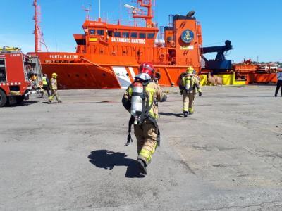Simulacre d'incendi en una embarcació al port de Vilanova i la Geltrú amb dos ferits  . Generalitat de Catalunya