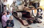 Tallen el trànsit al carrer Codonyat de Vilanova per un esfondrament a la calçada