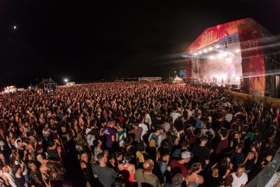 Tercera edició del Festiuet, la primera a la platja de Coma-ruga, que ha aplegat un total de 10.000 persones. Festiuet