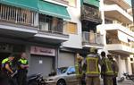 Un incendi calcina totalment un habitatge a la plaça Catalunya de Vilanova