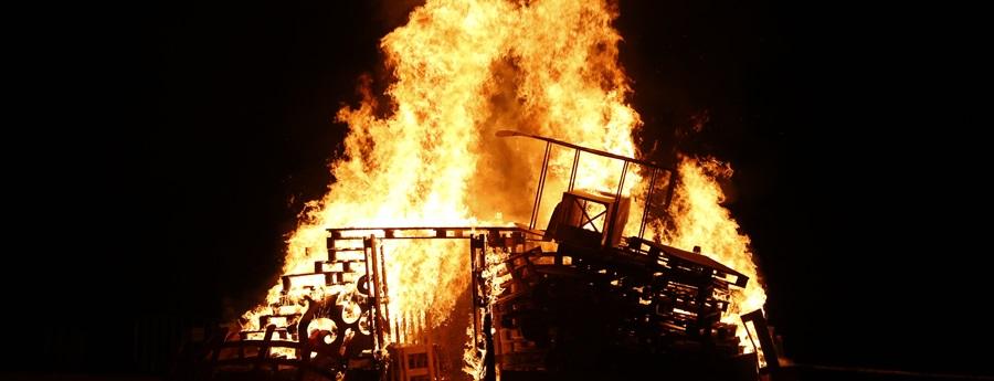 La foguera de l'Enterro del Carnaval de Sitges, el 26 de febrer de 2020