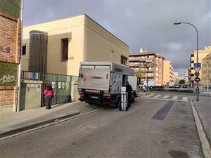 Camions descarregant al carrer Canigó