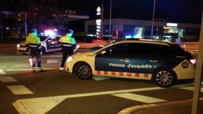 Detingut un conductor a l'Alt Penedès per fugir d'un control a la C-15, envestir un cotxe de Mossos i ferir dos agents. Mossos d'Esquadra