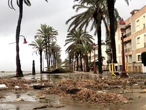 El temporal Glòria deixa sentir els seus efectes al passeig marítim de Cubelles