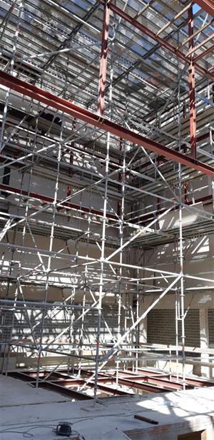 Les obres de reforma del teatre municipal de les Roquetes encaren el tram final