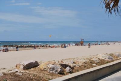 Les platges de Cubelles incorporen aquest estiu un sistema d'informació per megafonia i agents cívics. Ajuntament de Cubelles