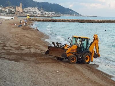 Les platges de Sitges ofereixen serveis per garantir la seguretat i l'aforament. Ajuntament de Sitges