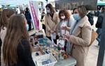 L'escola Les Roquetes clou el projecte de cultura emprenedora del curs passat amb la fira de cooperatives al mercat