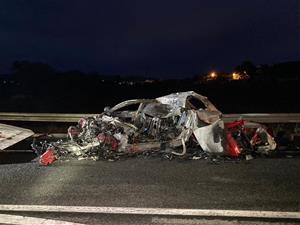 Mor el conductor d'un cotxe en xocar amb un camió a l'N-340 a l'Alt Penedès i incendiar-se el turisme