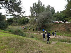 Un centenar d'alumnes de l'Institut Can Puig de Sant Pere de Ribes participen en un projecte ambiental a la Riera