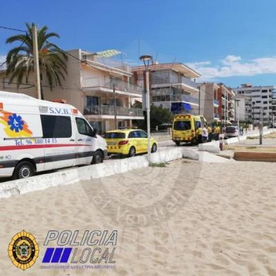 Un home de 88 anys mor ofegat a la platja de les Madrigueres del Vendrell. Policia local del Vendrel