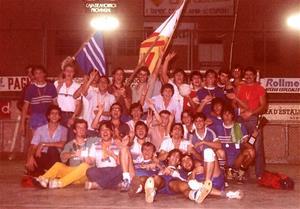 3/08/1981. Dia final del 1er Torneig Popular d'Handbol. Foto amb jugadors dels equips del Foment, els Independentistes i el Jove Handbol