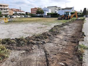 Comencen les obres per regular l'aparcament aquest estiu al barri del Prat de Vilanova
