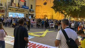 Concentració a Vilafranca en suport a l'expresident Puigdemont després de la seva detenció a l'Alguer