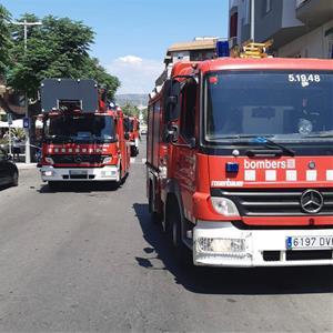 Dos policies, ferits en l'extinció d'un incendi en un habitatge de les Roquetes