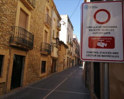 El Vendrell posa en marxa les càmeres de control d'accés de vehicles a l'illa de vianants. Ajuntament del Vendrell