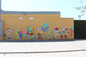 Els joves del Centre Obert de Sant Martí Sarroca pinten un mural pels drets LGTBI+