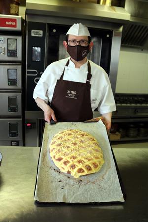 Els pastissers confien vendre 1,8 milions de coques de Sant Joan i aposten per mides més grans