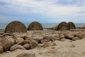 Endesa insisteix en un enderroc parcial de la dàrsena de Cubelles per evitar danys a les platges