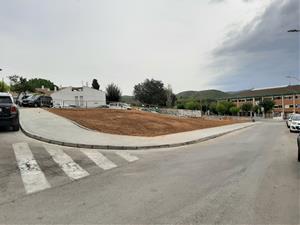Finalitza la construcció d'un tram de vorera a la futura plaça Milana de Sant Pere de Ribes