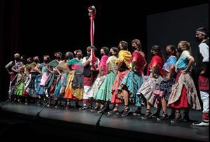 Gegants i gitanes estrenen vestits per a la Festa Major de Vilanova i la Geltrú