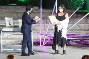 Josefina Castellví i Arcadi Oliveres, guardonats amb la Medalla d'Or de la Generalitat en un acte al Vendrell